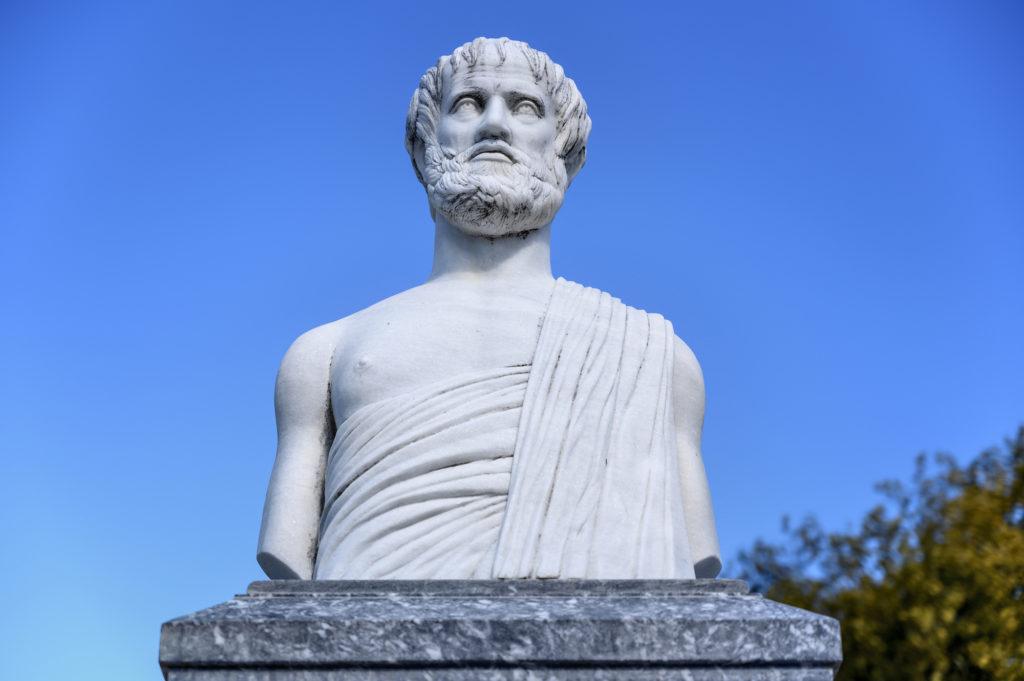 Statue des Aristoteles im Olympiada-Dorf, Chalkidiki, Griechenland